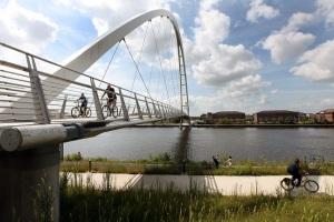 cycling infinity bridge